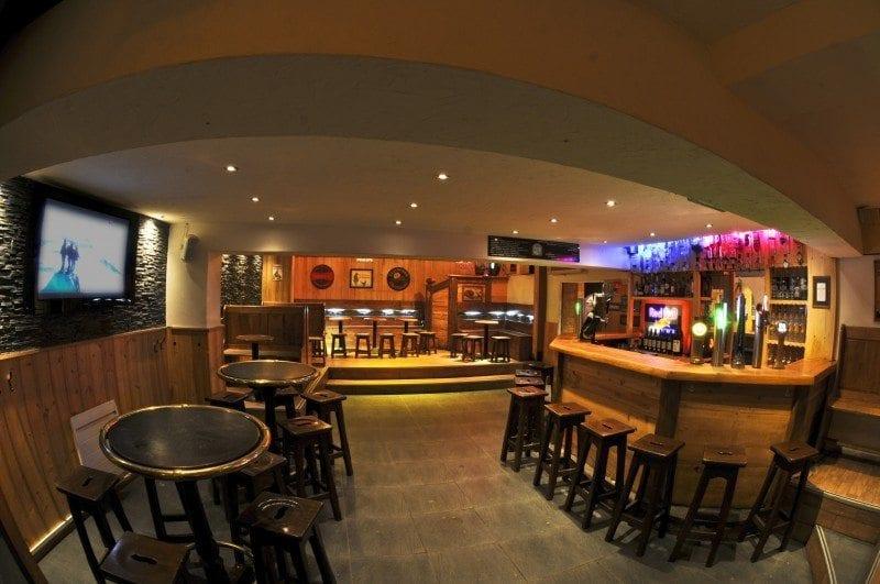 live football rugby at morzine s cavern bar morzine. Black Bedroom Furniture Sets. Home Design Ideas